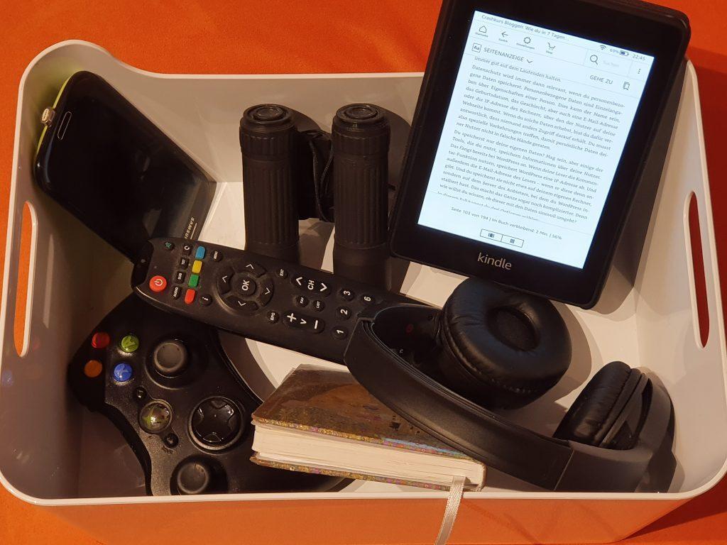 In eine Toolbox für Genießer gehört eine bestimmte Grundausrüstung von mobilem Werkzeug. Vom Kopfhörer bis zum E-Reader und vom Smartphone bis zum Notebook sollte für schnelle Genussmomente das passende Equipment stets griffbereit sein.