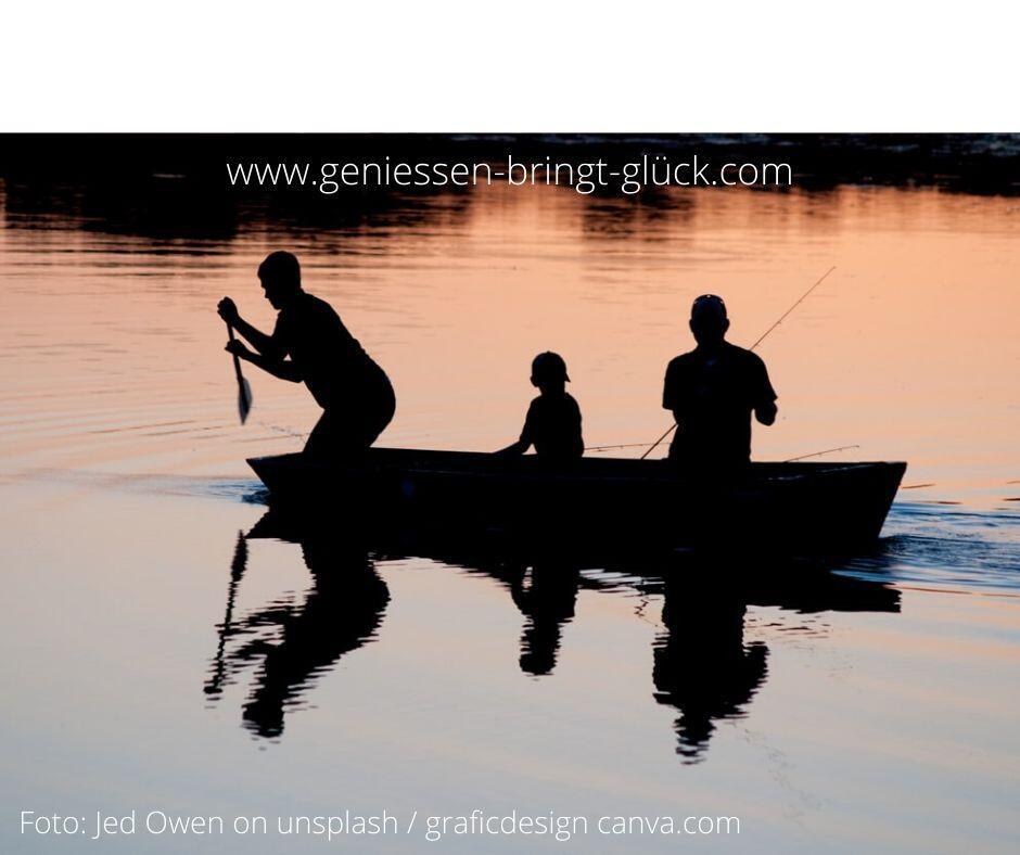 Wir wissen ungefähr, wie sich das kleine Glück anfühlt: Am Wochenende mit Freunden an einen See zu fahren, das haben wir bereits erlebt und werden uns dabei auch glücklich fühlen wie beim letztenmal. Wie ist das mit dem großen Glück oder mit dem Genussmoment ? In diesem Beitrag findest du einige Überlegungen dazu.