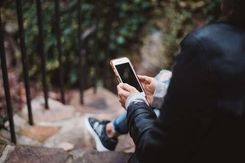 Chats sind heute eine häufige Unterhaltungsform. Es kann sich aber auch lohnen, seinem Gesprächspartner auch mal den Vorschlag zu machen, in den Telefonmodus zu wechseln. In den meisten Fällen wird der Vorschlag gerne angenommen und kann die Genussqualität für beide Gesprächspartner erweitern. Du interessierst dich für noch mehr Tipps für gemeinsames Genießen ? Dann komm auf diese Webseite.