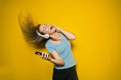 Wer sich einen echten musikalischen Genussmoment gönnen will-und das unabhängig vom Ort- der kommt um einen kabellosen Bluetooth-Kopfhörer nicht herum. Lese hier mehr über weitere Möglichkeiten, jederzeit und überall Momente zum genussvollen Hören zu erleben.