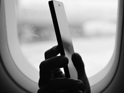 Im Bus, in der Bahn oder vielfach auch im Flugzeug sind Chatpausen immer eine nette Abwechslung, solange die Internetverbindung funktioniert. Auf dieser Seite erfährst du , wie man sich Fahrzeiten sonst noch genussvoll verkürzen kann.
