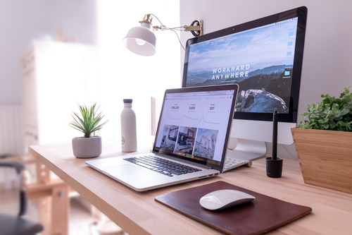 Installiere deine Lieblingsbilder als Hintergrund-Diashow auf dem Sperrbildschirm von Smartphone, Laptop oder PC. Genussvolle Überraschungsmomente das ganze Jahr über garantiert! Was du sonst noch tun kannst, um dir am Schreibtisch kleine Genussmomente zu gönnen, erfährst du hier.