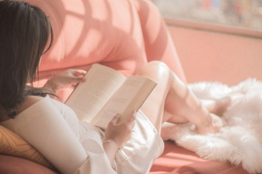 Heute gibt es viele Möglichkeiten zum Lesen. Vom Smartphone , über den E-Reader bis zum E-book am Laptop. Für eine besonders genussvolle Variante halte ich immer noch das gute alte Buch. Was es darüber hinaus noch gibt, um Geist und Seele zu beflügeln, findest du in dieser Übersicht.
